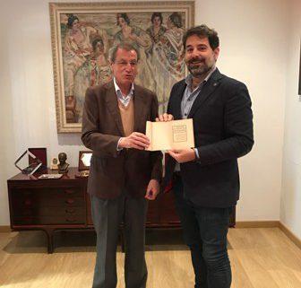 Román  San Emeterio Pedraza dona la copia de la conferencia del doctor E. Cortiguera pronunciada en el Ateneo de Santander el 22 de abril de 1916.